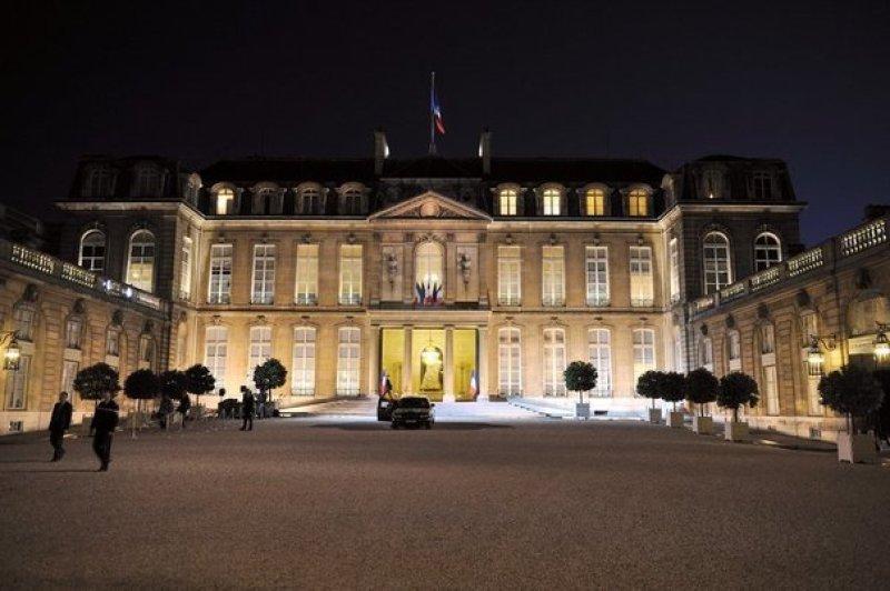 85561_le-palais-de-l-elysee-a-la-nuit