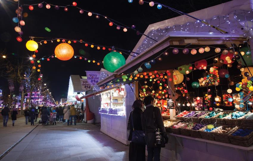 Marché-de-Noël-Avenue-des-Champs-Elysées-nuit-1---850x540---©-OTCP-Amélie-Dupont---187-43